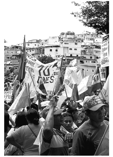 Members of the Ezequiel Zamora National Campesino Front march in support of President Hugo Chávez's 2006 re-election bid, while also advocating for their own rights and autonomy. Photo by: Sílvia Leindecker