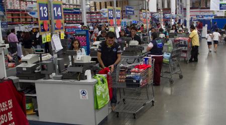 EL FINANCIERO 'requested' employment in companies such as Walmart, Vips, Elektra, McDonald's, Oxxo, KFC and El Globo. PHOTO: Bloomberg.