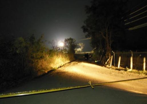 Judicial authorities gather evidence at the crime scene after Saturday's shooting in San Rafael Las Flores. Photo credit: Resistencia Pacífica El Escobal