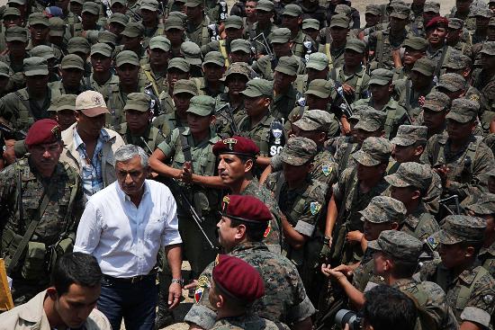 President Pérez Molina addresses soldiers in Santa Cruz Barillas after declaring martial law in May 2012. (PlazaPublica)