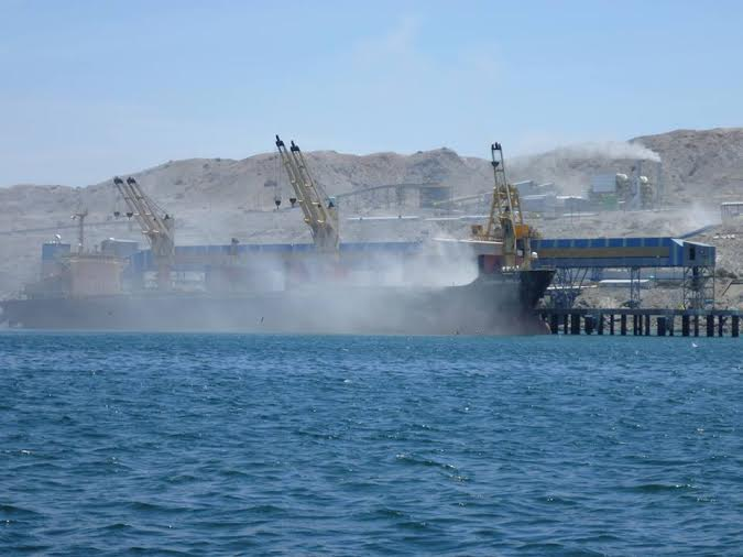 Cloud of phosphates powder in Vale´s port. Source: Sechuravirtual.com