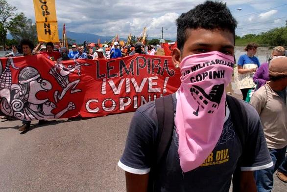 COPINH participó en una marcha contra una base militar de los EEUU en Palmerola, Honduras, 2011. Fuente: Felipe Canova on Flickr